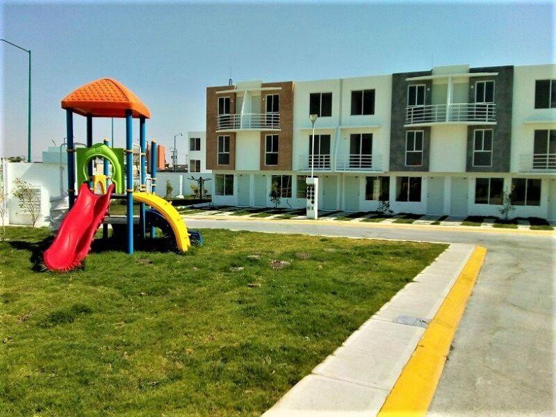 Casa de 4 Recámaras en Fraccionamiento EXCLUSIVO con vigilancia y escuelas al interior