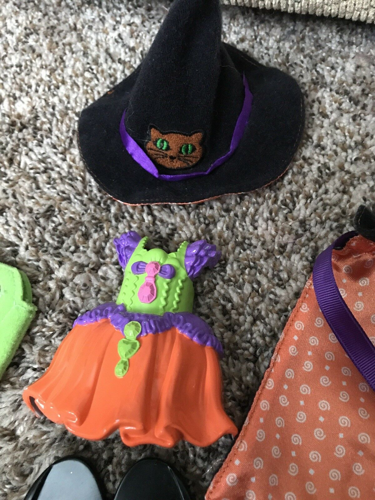 Fisher Price SNAP N STYLE Dolls RARE RARE RARE Halloween Witch Costume Hat Cape Dress 40e74a