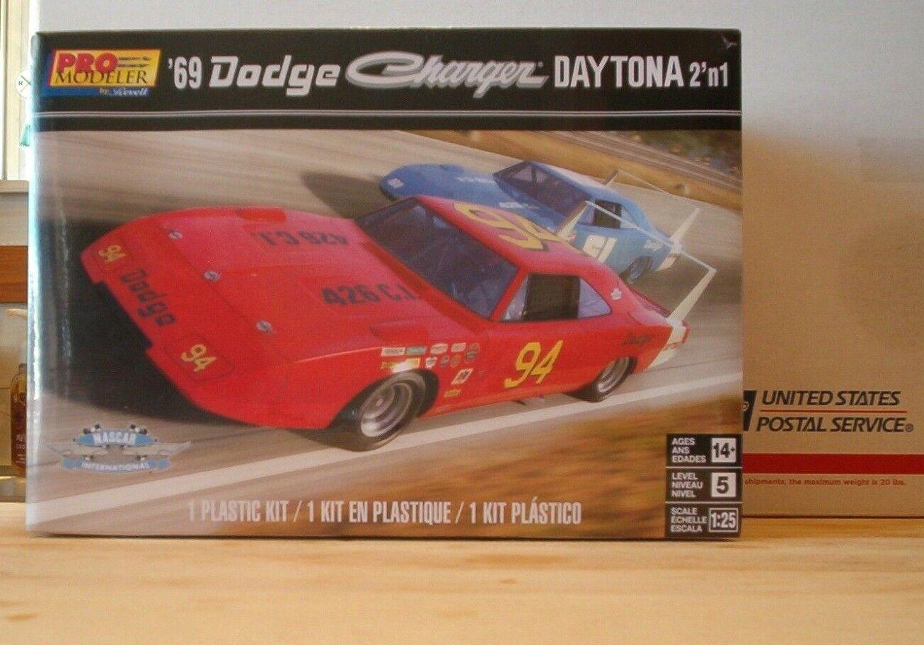 Revell Monogram 4413 1969 Dodge Charger Daytona 2 /'n 1 plastic model kit 1//25