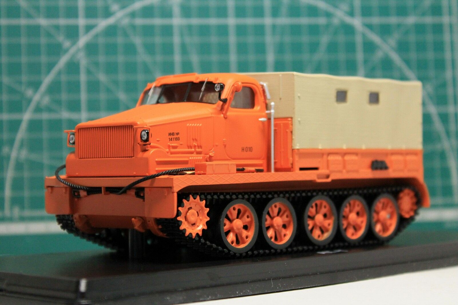 1:43 a-T (chasis de T-54 tanque) Todo Terreno Naranja (SSM3006)