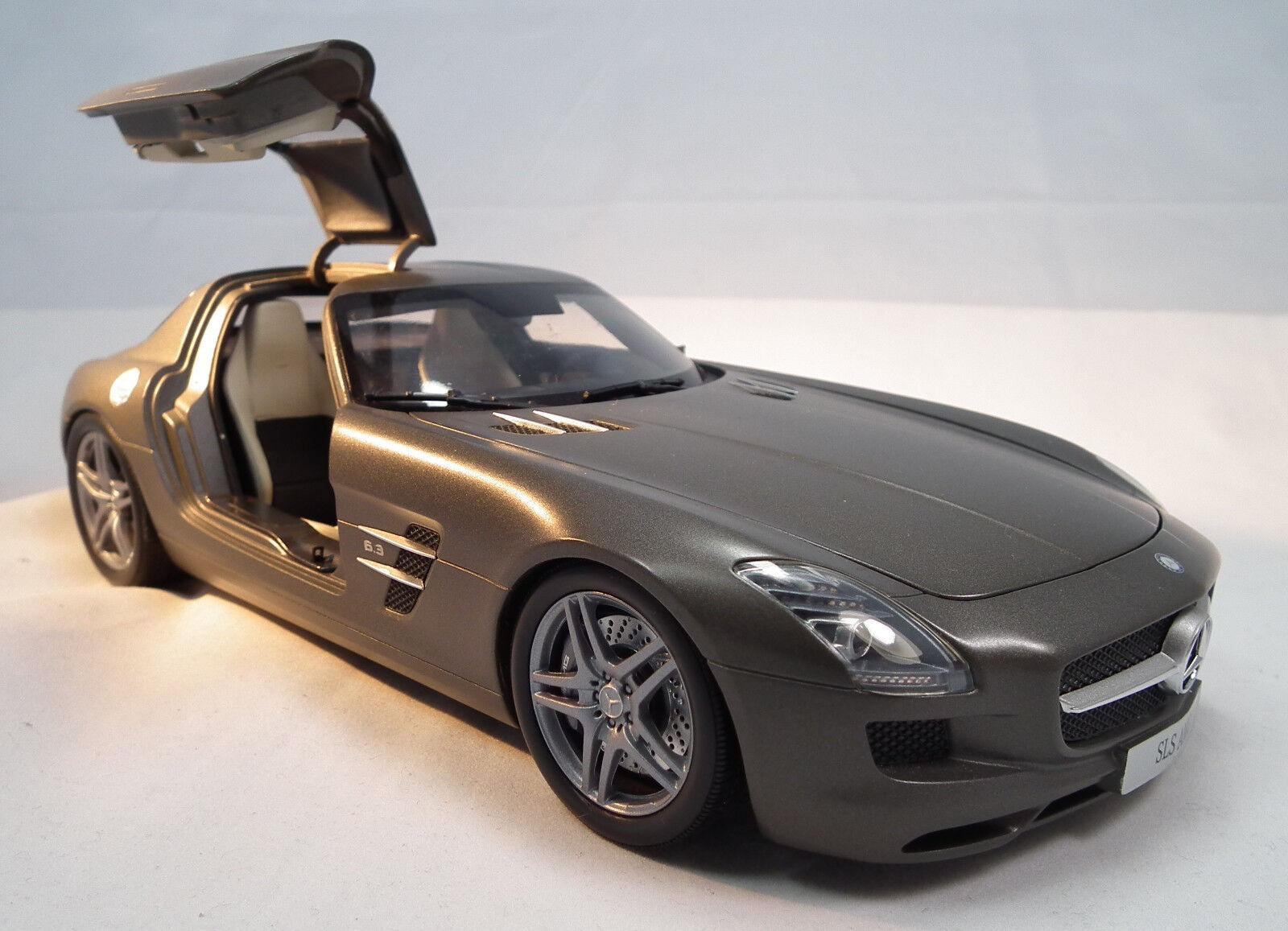 Mercedes-Benz SLS AMG 6,3 à l'échelle 1 18 de MINICHAMPS Flügeltürer Gullwing