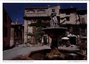 Frankreich-France-Carte-Postale-PROVENCE-Place-de-La-Fontaine-in-SAIGNON-color