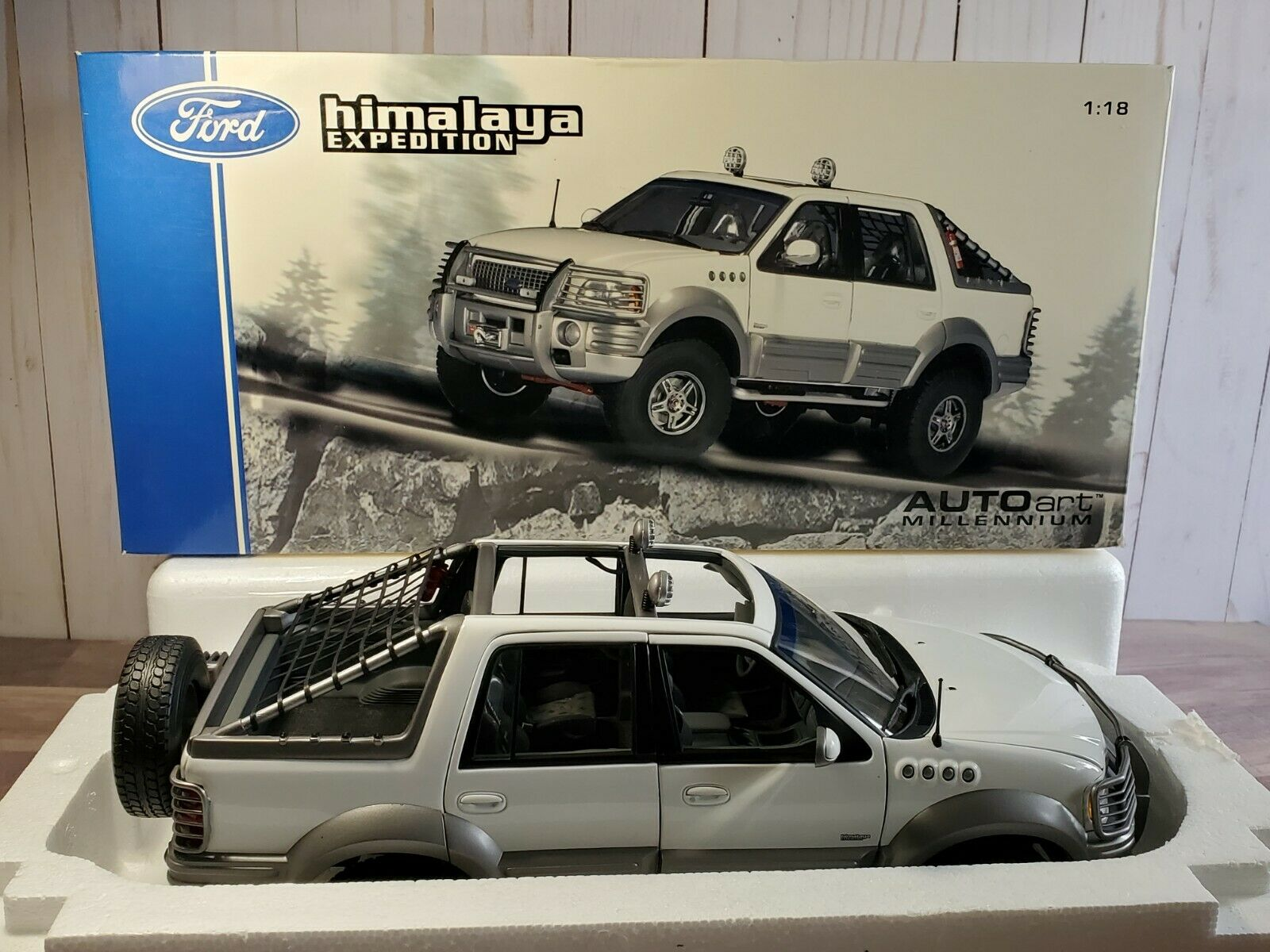 Autoart 1999 Ford Himalaya Expedition 1 18 Scale Diecast Pickup Truck Suv White For Sale Online