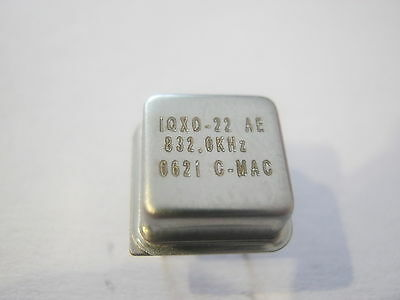 IQXO-22 AE 832KHz 25ppm, Tol.10ppm,-40-85° Crystal Oscillator DIP-8, 4 Stück