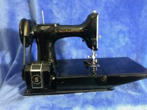 Vintage-1947-Singer-Featherweight-Sewing-Machine-221-With-Case-amp-Accessories