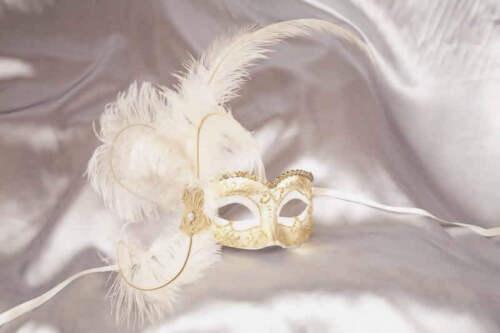 Semplice lato-Gold Trim maschere con piuma laterale