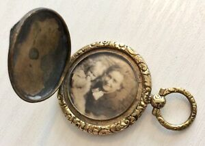 Lovely-Antique-Victorian-Gold-Filled-Photo-Locket-Early-Victorian