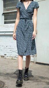 brandy melville navy blue//white floral v neck robbie self tie wrap dress S//M NWT