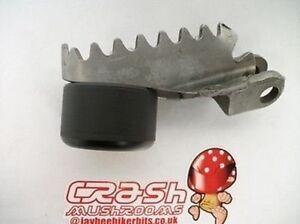 Drz-400-Sm-Etroit-Pied-Repose-Sliders-Choc-Champignons-Protecteurs-Couleurs-R8E1