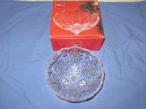"Mikasa 5"" Round Footed Crystal Bowl Snowflake Pattern Christmas Decor Candy Dish"