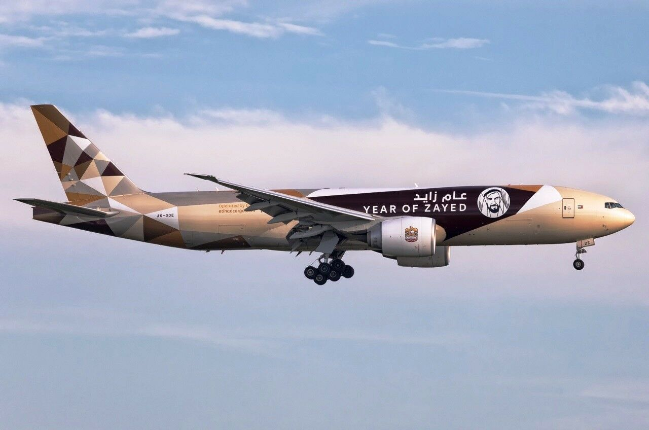Jc Wings Wings Wings JC2137 1/200 Etihad Cargo B777-200lrf Year Of Zayed A6-dde con Supporto 0c927b