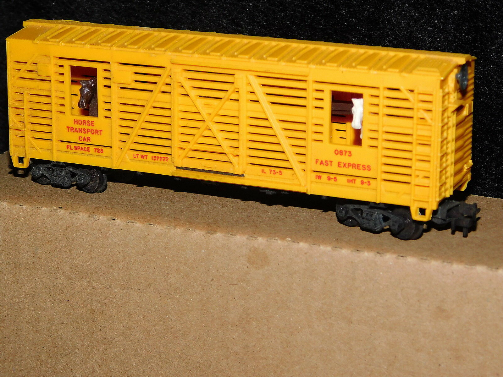 LIONEL  OPERATING  HORSE TRANSPORT CAR made in USA HO Scale Trainmint
