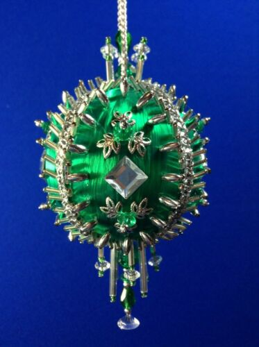 Kit EMERALD REFLECTIONS Gramma/'s Old Attic Christmas Ornament Satin Foam Ball