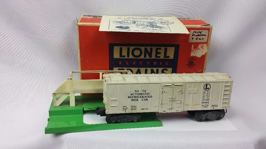 Vintage Lionel Postwar O Scale Operating Milk Car in Original Box  3472