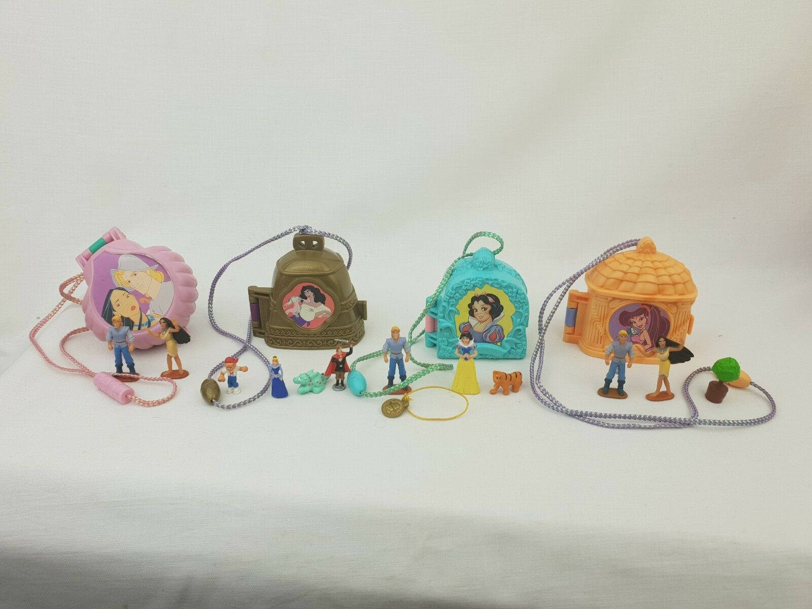 Vintage polly pocket bundle Aladdin Pocahontas snow Weiß notre dome