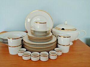 VERY RARE 2000 THE CELLAR GOLD & WHITE 34 PIECE DINNERWARE SET SERVICE FOR 5 +