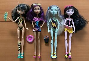 Monster-High-Gloom-Beach-4-Pack-Cleo-Draculaura-Clawdeen-Frankie-Doll-Lot