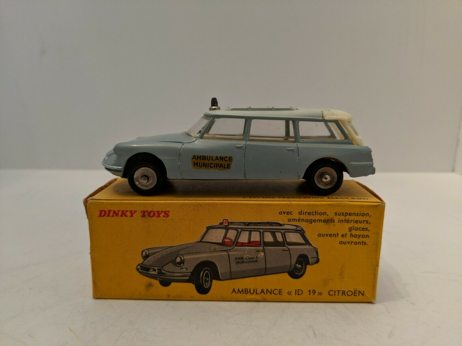 Dinky Toys 556 Citroen ID19 Ambulance, Made in France, 1962-1970 w box.  Mint
