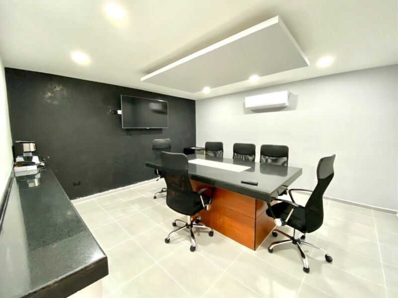 Corporativo de 14 oficinas y 2 salas de juntas en Venta, Zona Norte Mérida.