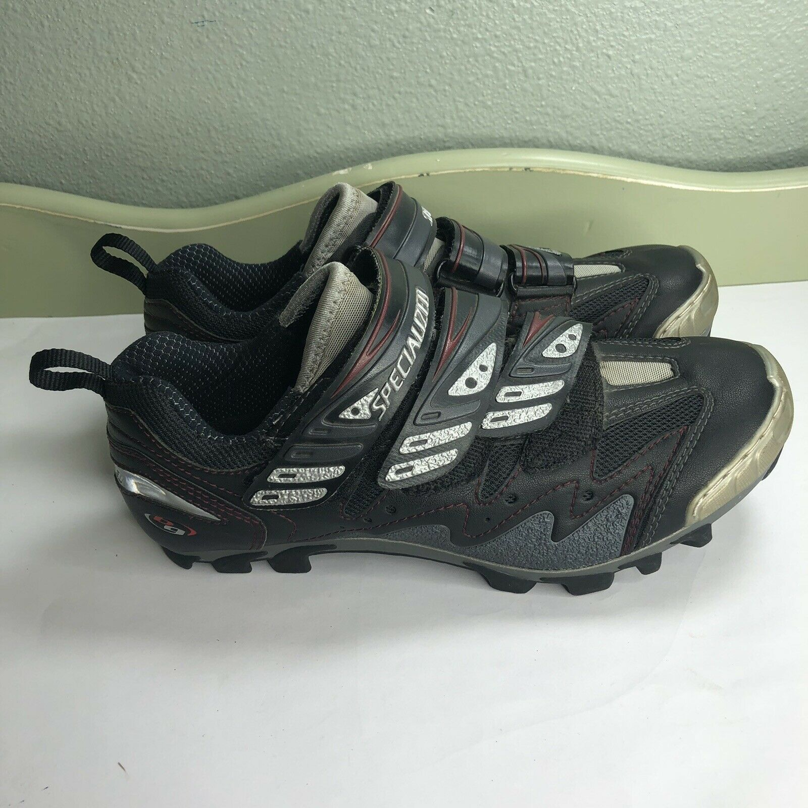 Specialized cycling shoes Women Size 9 Great Condition