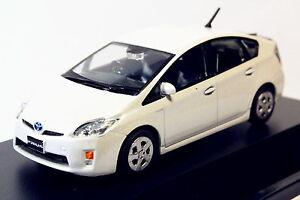 1-43-Toyota-Prius-pearl-white