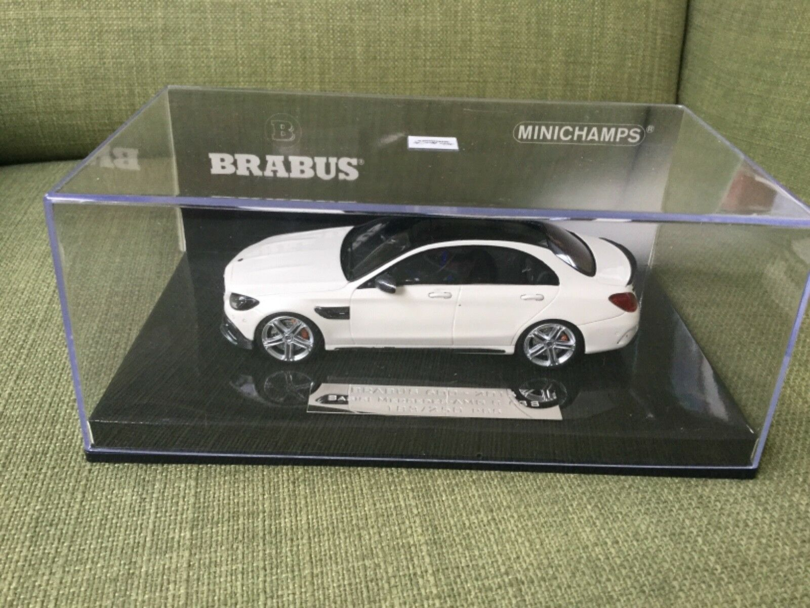 Brabus 600 183 250 minichamps1 43
