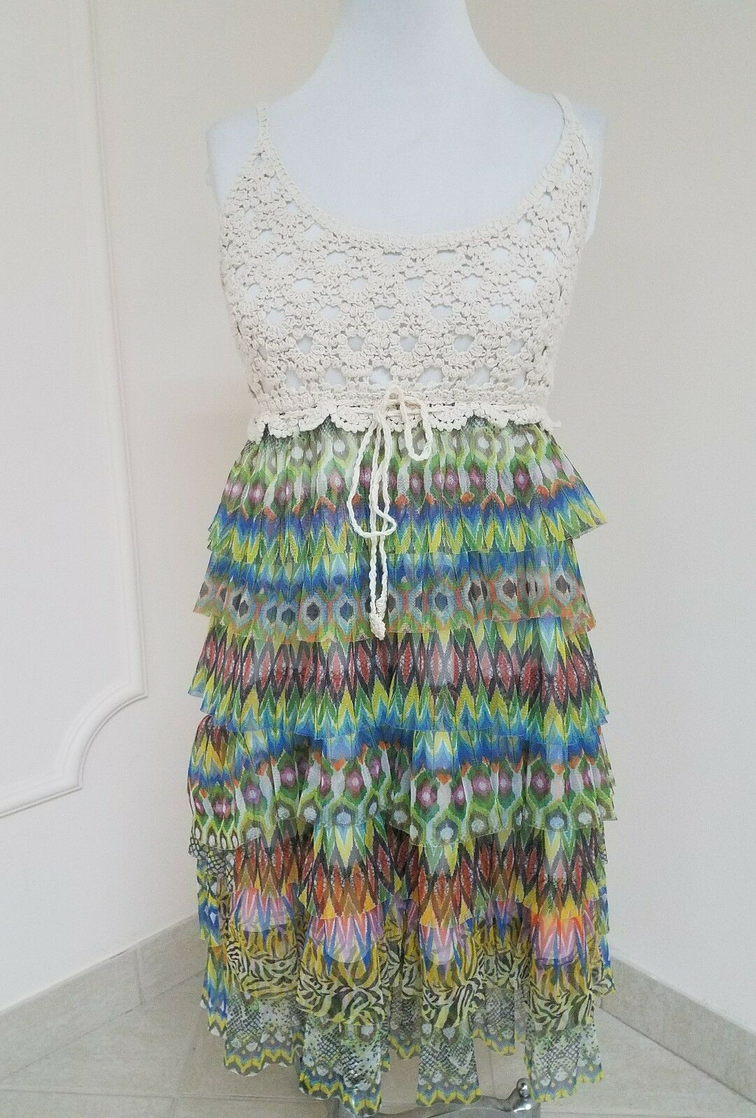 J GEE DRESS CROCHED LAYERS STITCHED NETTING  MULTI COLOR SZ. M  EXTRA NICE