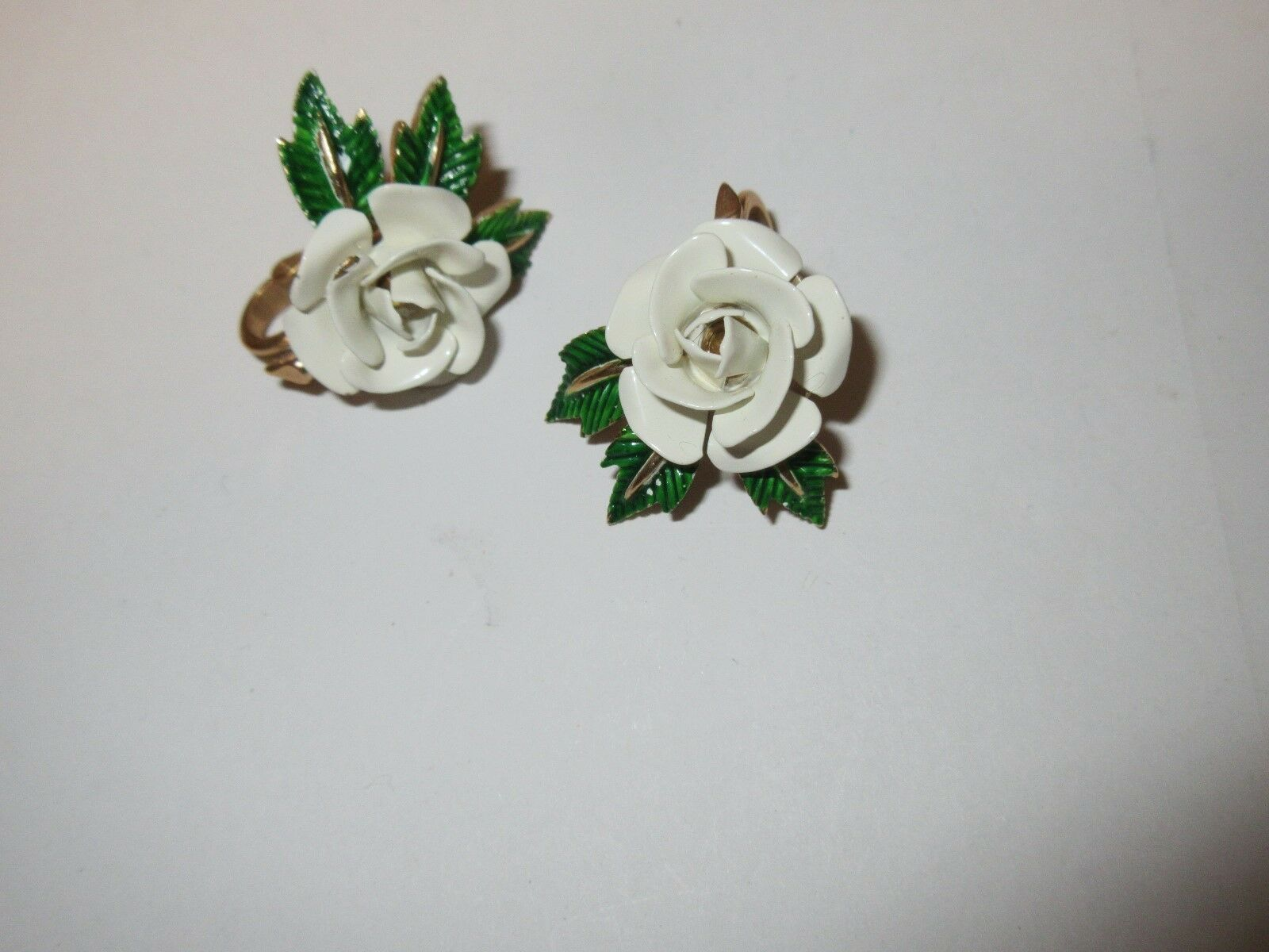 Costume Jewelry , Genuine Hand Carved Pin & Earring , P