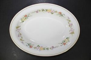 Wedgewood-Fine-Bone-China-England-10-034-Oval-Vegetable-Bowl-in-Mirabelle-Pattern