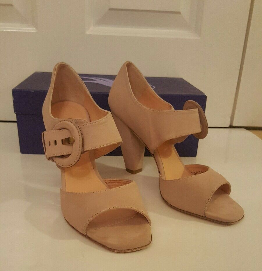 Sinela Nude  suede block heels with large buckle detail. Taille 39.