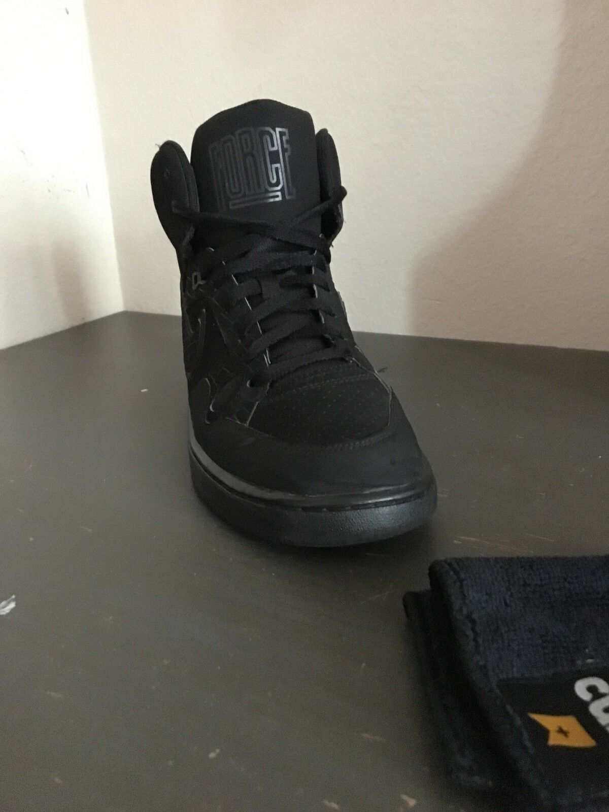 Mens nike air force size 8.5 black Price reduction good conditions