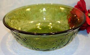 Indiana-Daisy-Avocado-Green-Large-Berry-Bowl-7-1-2-inch