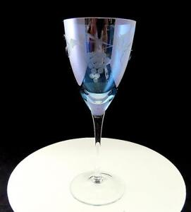 ROYAL-GALLERY-ROMANIA-CRYSTAL-BLUE-WITH-ETCHED-GRAPE-PATTERN-9-034-WINE-GLASS