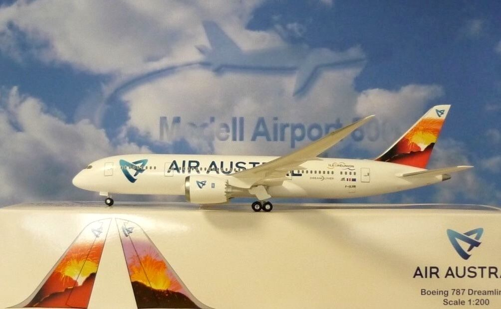 Limox Wings 1 200 Boeing 787 Dreamliner Air Austral F-Olrb + Herpa Catalogue