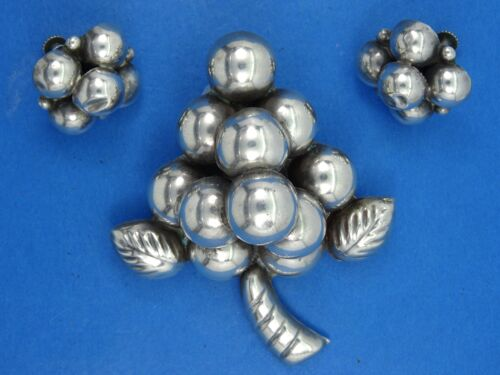 FABULOUS 50s TAXCO MEXICAN STERLING GRAPE PIN BROO