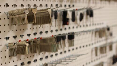 LOCKSMITH 2 CODE STAMPED Keys for Herman Miller UM226-UM427 Herman Miller key
