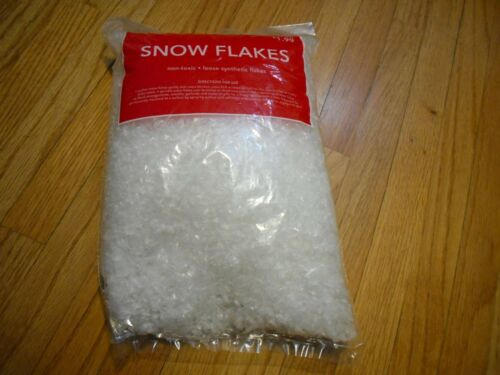 Holiday Christmas Snow Flakes Non-toxic Loose Synthetic Flakes 3 Quarts New