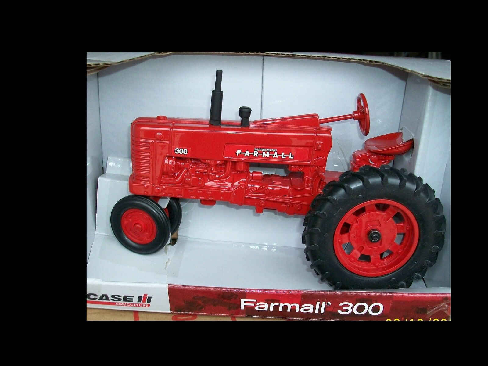 Farmall 300 tractor 1 16 Ertl 14813