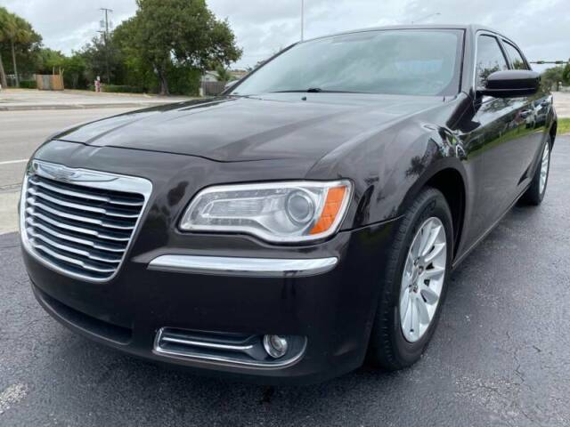 2013 Chrysler 300 Series Base 4dr Sedan Sedan 4-Door Automatic 8-Speed
