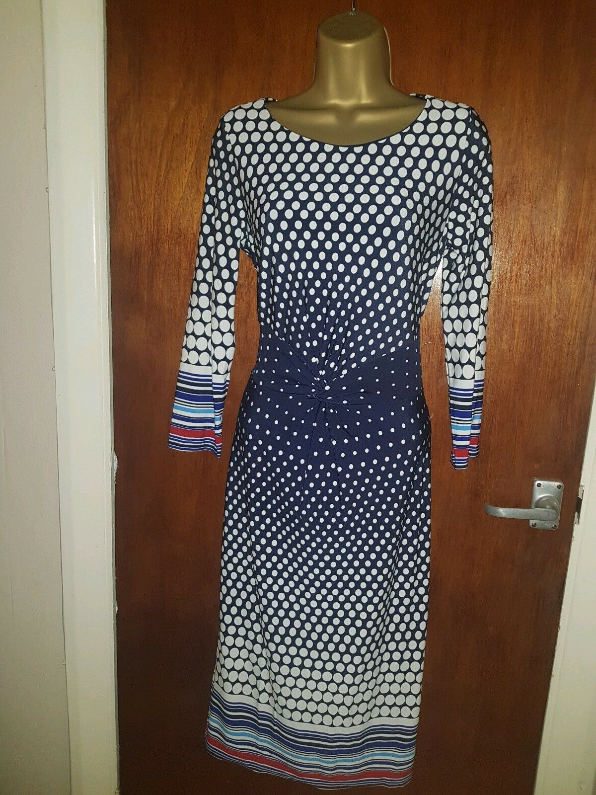 Ladies Elegant Dress Size 10 New.