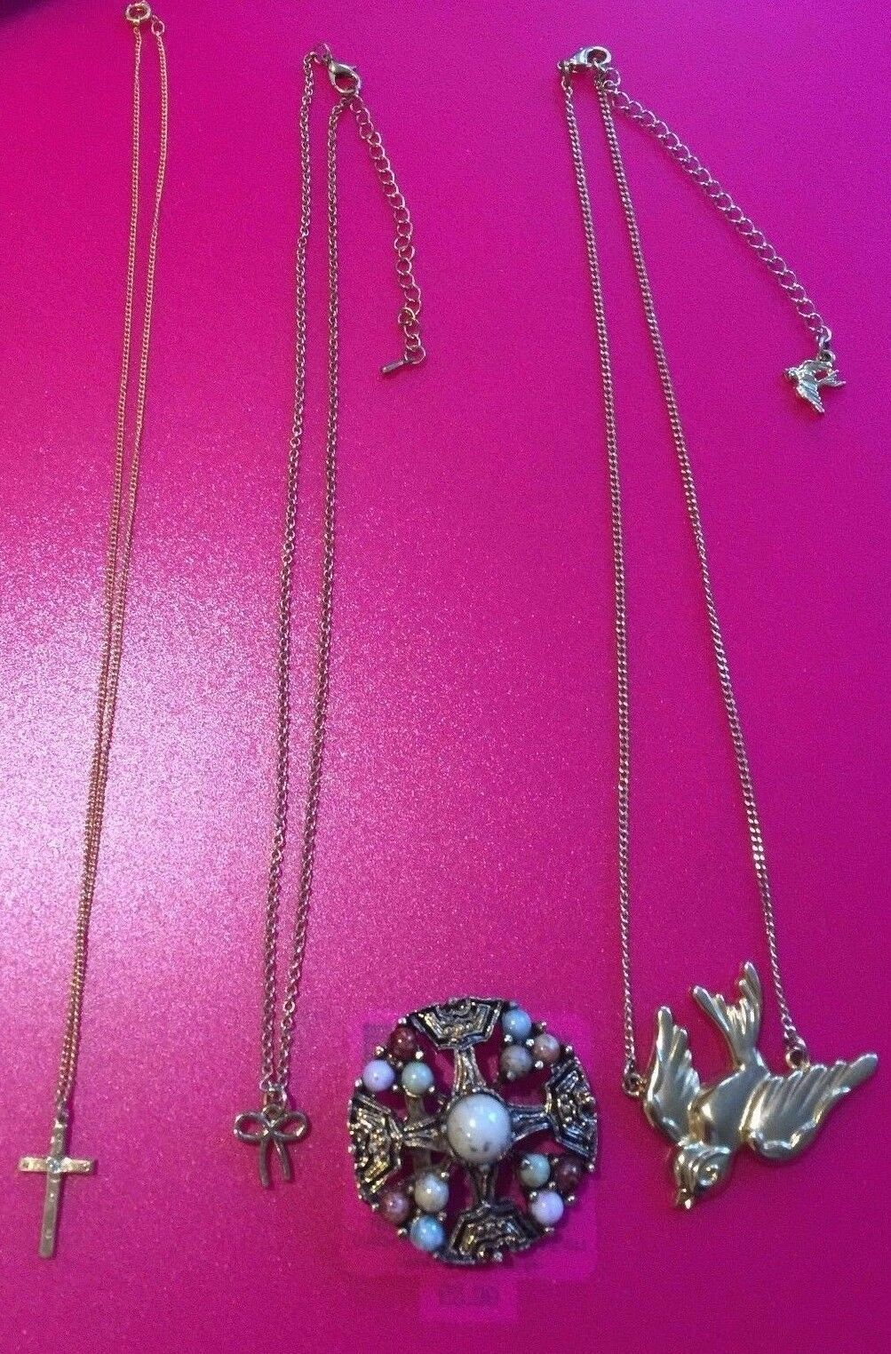 4a566975e7a Job Lot Costume Jewellery Mixed Lot, Chains & Pendants + Brooch. with: