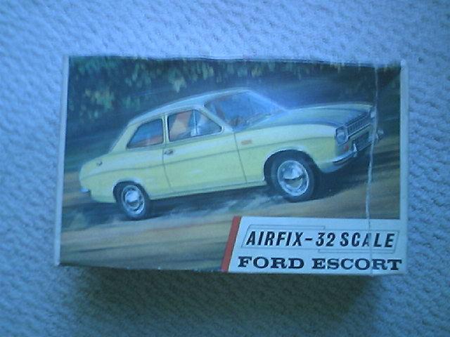 RARE VINTAGE AIRFIX Ford Escort  2 door 1 32  NOS