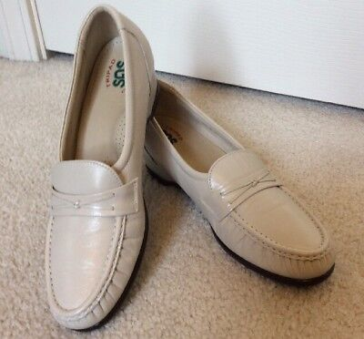 Women's Sas Slip On Loafers Tripad Comfort Foot Bed 71126103 Ivory Size 9 1/2 S Women's Shoes Clothing, Shoes & Accessories