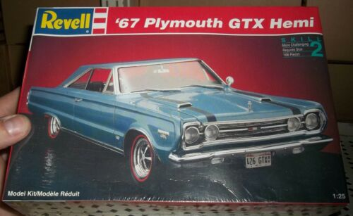 REVELL 7359 1967 PLYMOUTH GTX HEMI OLD 1//25 FS Model Car Mountain KIT