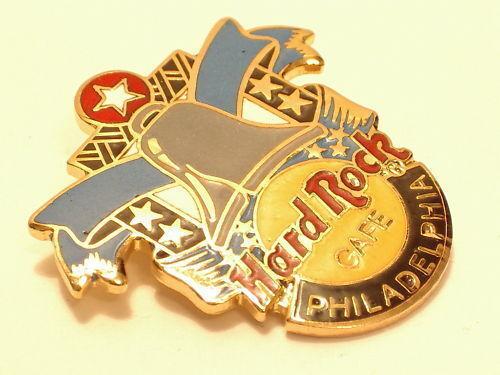 PHILADELPHIA LIBERTY BELL  HARD ROCK CAFÉ PIN B11-40  Logo Hard Rock 2 Lines