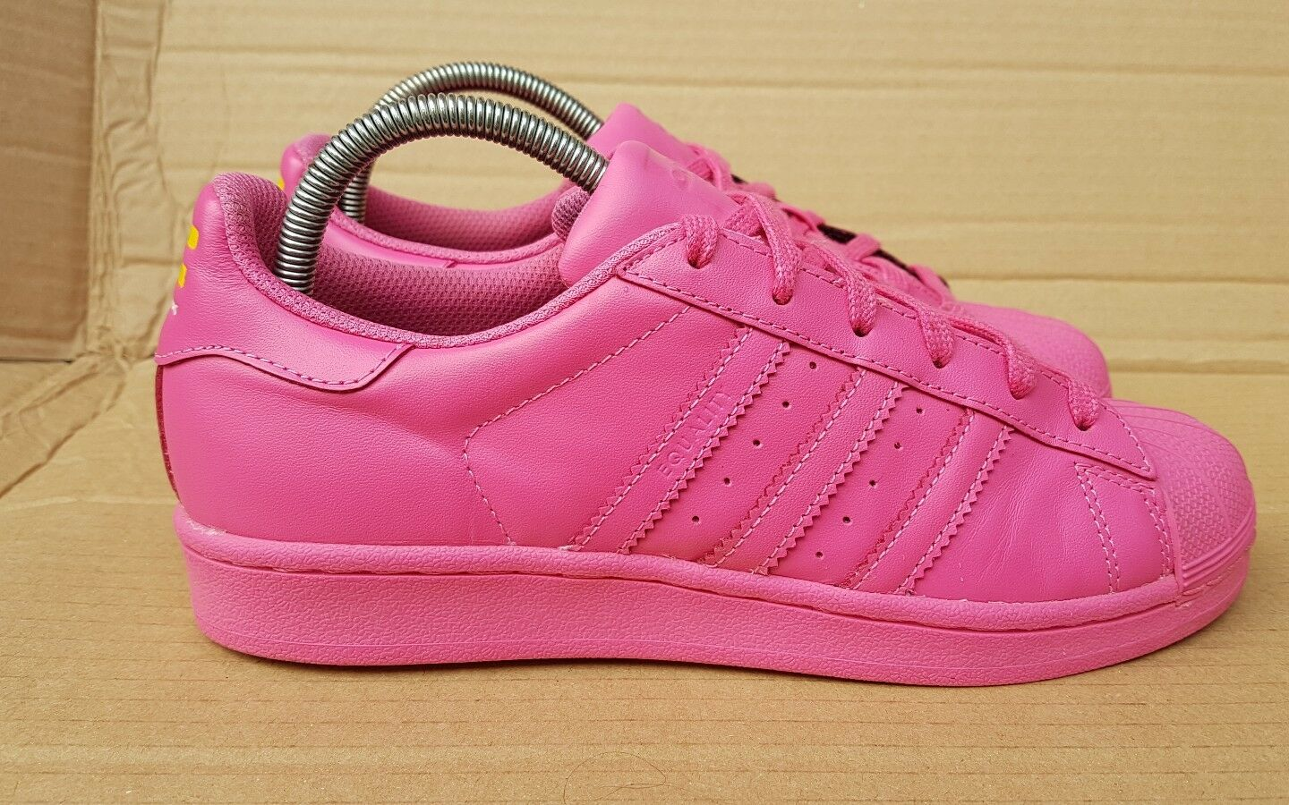 GORGEOUS ADIDAS SIZE SUPERSTAR PHARRELL WILLIAMS SHELL TOE TRAINERS SIZE ADIDAS 3 UK PINK ff8687