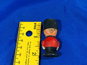 Toy-Dog-Beefeater-British-Soldier-Hong-Kong-VTG-Figure-2-034-Rare-1960s