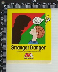 VINTAGE-NATIONAL-MUTUAL-STRANGER-DANGER-AUSTRALIA-ADVERTISING-PROMO-STICKER