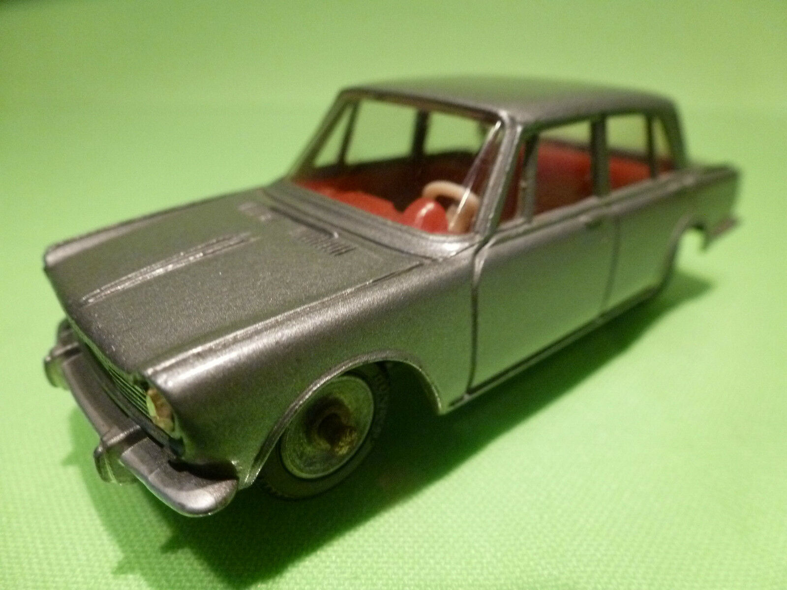 DINKY TOYS 1 43 - SIMCA 1600    NO= 523   -  RARE - IN NEAR MINT CONDITION .