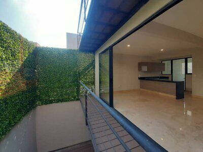 Último departamento con excelentes diseño, acabados y vista a muro verde